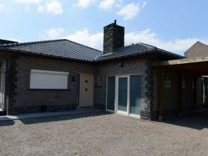 Mooie ruime bungalow met tuin.<br /> Inkom, ruime woonkamer, volledige ingerichte keuken, bureel,<br /> badkamer met ligbad en douche,toilet, 3 slaapk