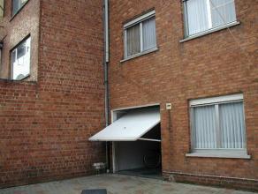 Appartement gelegen dichtbij Expressweg en R4.Het appartement omvat een inkom, leefruimte, ingerichte keuken met toestellen, berging, twee slaapkamers