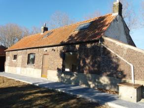 Landelijk gelegen woning omvattende een inkom - afzonderlijke toilet - gezellige living  met open ingerichte keuken (voorzien van alle toestellen) - b