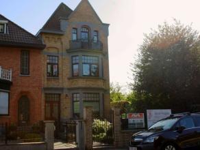 Deze prachtige herenwoning is gelegen op een toplocatie in Wondelgem!Door zijn ruimtes is deze woning geschikt voor talloze doeleinden: gezinswoning,