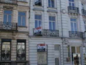 Duplex appartement in centrum Gent met enorme mogelijkheden, op de eerste verdieping vinden we slaapgedeelte, keuken , badkamer. Op de 2e verdieping v