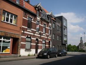 Deze karaktervolle woning is gelegen aan de rand van Gent, met ideale fietsverbinding naar het centrum en vlakbij openbaar vervoer.De woning moet een