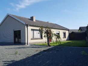 Aan de rand van Lovendegem, in een verkeersarme wijk, vindt u deze goed onderhouden bungalow.Het pand is gelegen op een perceel van 580m² en geni