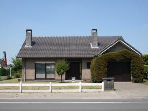 Vlakbij Wondelgem centrum ligt deze goed onderhouden bungalow. Interessante ligging met vlakbij tramlijn 1, winkels en snelle verbinding naar R4 (Ring