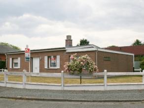 Dichtbij het centrum van Lovendegem vinden we deze op te frissen bungalow gelegen in een rustige buurt. Indeling: inkom, ruime leef -en eetruimte, keu