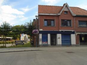 De woning is gelegen in de dorpskern van Boekhoute.<br /> Deze HOB omvat inkomhal - bureel/handelsruimte - tussenhal met bergruimte - leefruimte met t