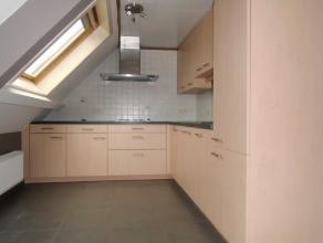 Ruim appartement op de derde verdieping omvattende een inkom, één slaapkamer met aanpalende badkamer met inbouwkast, afzonderlijk toilet