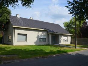 Gezellige woning, rustig gelegen op loopafstand van het centrum, nabij het 'Reesinghebos'. <br /> De woning bestaat uit een inkom, ruime zonnige livi