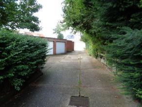 = IN OPTIE = Wilrijk Centrum : 2 Naast elkaar gelegen garageboxen met poort.<br /> Binnen afmetingen : 5 x 2.60 (13m²)<br /> Elke box kan apart g