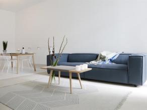 Lichtspel tussen hout en marmer in Deurne-ZuidOp zoek naar een modern appartement met toch de charme van vroeger? Geen zin in een grote blok, maar lie
