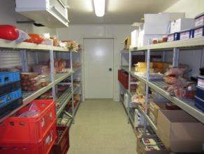 over te nemen : groothandel in vlees met bijhorende winkel in de regio Leuven . Zeer goed draaiende zaak met hoge omzetcijfers ! Reeds ruime tijd zelf