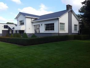 Zeer mooie en uniek gelegen villa in de Hallaaraard, gekend als de Bouvier, vlakbij het provinciaal groendomein de Averegten.. Het goed is gelegen op