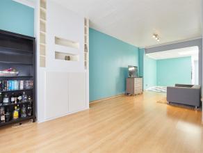 Deze uitstekend onderhouden ééngezinswoning is zeer gunstig gelegen en bestaat uit drie ruime slaapkamers, de badkamer, een gezellige st