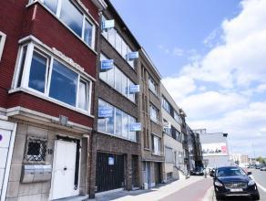Zeer centraal gelegen op de grens Wilrijk/Antwerpen. Het betreft een instapklaar volledig gerenoveerd appartement. 2V en 3V te koop.INDELING:We