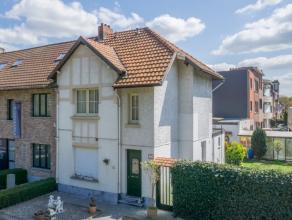 Het huis ligt nabij de Prins Boudewijnlaan alsook de A12. Hierdoor is alles vlot bereikbaar vanwege de centrale ligging. Het centrum van Mortsel ligt