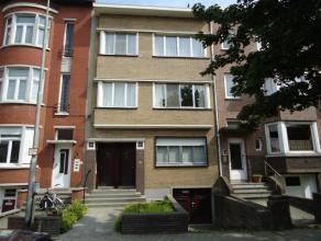 Goed gelegen 1-slaapkamer appartement te Mortsel, dichtbij het centrum en openbaar vervoer, op 2de verd zonder lift.INDELING: Het appartement omvat: e