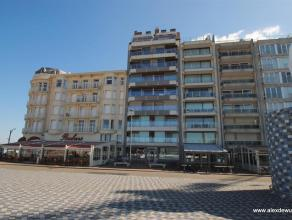 Prachtige ruim appartement met zonneterras en adembenemend zeezicht in recent gebouw op het Rubensplein. Appartement bestaande uit inkom met vestiaire