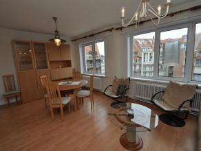 Verzorgd appartement gelegen aan de zeedijk en op een steenworp van het Rubensplein en van het commerciëel centrum. Samenstelling: zonnige woonka
