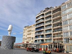 Uniek gelegen ongemeubeld appartement met prachtig zeezicht op de zonnekant van het Rubensplein. Samenstelling: woonkamer met zonnig terras over de ga