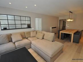 Gerenoveerd appartement gemeubileerd met 3 slaapkamers met een centrale ligging te Knokke! Zeer kwalitatief afgewerkt. Indeling: Ruime inkomhall, gast