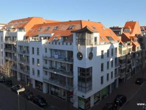 Appartement met twee slaapkamers, gelegen in het centrum van Knokke, op 5 minuten van het strand. Samenstelling: inkomhal, woonkamer met zonnig terras