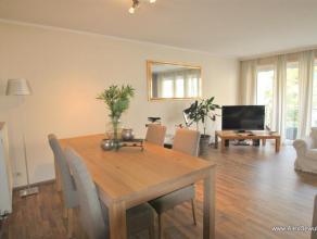 Mooi 2-slaapkamerappartement, gelegen vlakbij het centrum van Knokke. Samenstelling: inkom, ruime zonnige woonkamer met toegang tot het terras, halfop