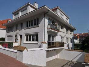 Zeer mooi gemeubeld appartement op uitstekende ligging in de J. Nellenslaan, vlakbij het Albertstrand. Het appartement bestaat uit een moderne open ge