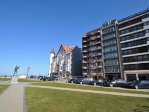 Prachtig gelegen 2 slaapkamerappartement op het Albertplein, met mooi zijdelings zeezicht en op enkele stappen van het strand. Het appartement op de 3