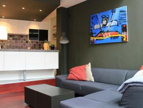 Modern recent gerenoveerd huis in loft stijl, met 2 slaapkamers en gezellig terras. 146m² netto ruimte met o.a. een leuke living afgewerkt met pa