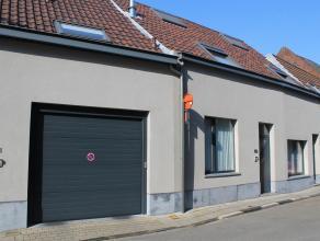 Dit verzorgd geheel van 2 woningen (waarvan 1 op het gelijkvloers), binnenkoer en een groot achterliggend magazijn bevindt zich op een perceel van 3a5