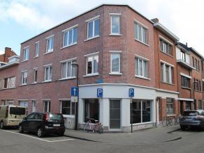Verzorgd studio-appartement van 60m² met 1 slaapkamer (momenteel verhuurd). Het is gelegen op het gelijkvloers in een gebouw met 3 wooneenheden e