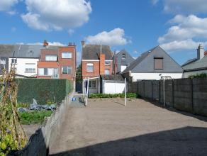 Toffe instapklare woning gelegen in Putte.<br /> Via de inkomhal komen we in een ruime eet- en woonkamer. <br /> Achteraan is er een gezellige ingeric