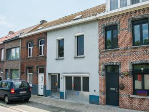Goed gelegen te renoveren rijwoning met inpandige garage. Deze woning ligt in een doodlopende straat nabij het Netekanaal en vlakbij de ring van Lier,