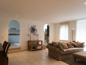 Dit ruime appartement met veel lichtinval en rustig terras, bevindt zich in hartje Lier in de schaduw van de Sint-Gummarustoren.<br /> <br /> Het appa
