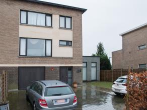 Deze ruime woning bestaat enerzijds uit een bel-etage woning en anderzijds het naastgelegen nieuwbouwgedeelte. Dankzij deze indeling, is de woning bij