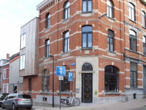 Uitzonderlijk goed gelegen hoekgebouw in het hart van Leuven centrum! Werd volledig vernieuwd + uitgebreid met een stuk nieuwbouw in 2016. Licht inval