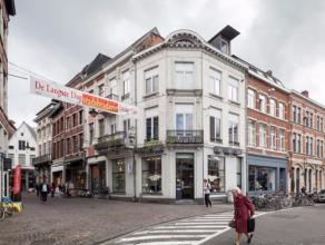 Op zoek naar een flat gelegen aan één van de mooiste pleinen van Leuven? Twee gebouwen werden het laatste jaar onderworpen aan een total