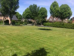Prachtige villagrond (923m2) met Zuid-West orientatie in een doodlopende straat , gelegen op de hoek van het Koolhofken en de Lange Beekstraat.<br />