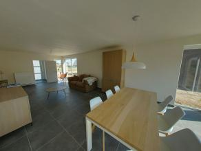Zonnige woning op een mooi perceel van 441 m², uitstekend gelegen en genietend van een perfecte connectie naar de autosnelwegen. Deze woning werd