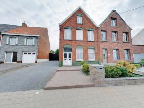 Wij bieden u deze instapklare, sfeervolle woning gelegen nabij het dorpscentrum en het station van Lichtervelde. De woning heeft volgende indeling: ri