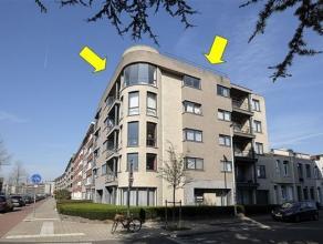 Instapklaar dakappartement op de 5e verd. (lift tot 4e) van een recent en modern gebouw. Indeling: inkomhal met videofoon en vestiaire-nis, ruime en l