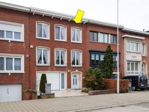 Zeer goed gelegen en ruime eengezinswoning met 3 à 4 slaapkamers, garage en tuin. De woning werd in 2013 volledig gerenoveerd (nieuwe ramen, da