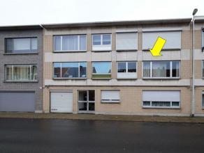 Verzorgd appartement op de 1e verdieping van een klein gebouw (zonder lift) gelegen op de grens Borsbeek-Deurne nabij het Floris Primsplein. Het appar