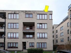 Recent appartement (1997) op de 3e verd. van een klein gebouw gelegen in een rustige en aangename woonwijk te Deurne-zuid. Het appartement omvat een l