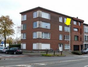 Gerenoveerd appartement op de 2e verdieping van een klein gebouw (geen lift) gelegen op de grens Deurne-Mortsel vlakbij het luchthavengebouw en superm
