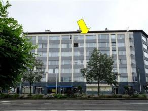 Goed onderhouden appartement op de 6e verd. van een gebouw met lift gelegen in het centrum van Deurne. Het appartement omvat een inkomhal met ingemaak