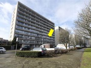 Zeer verzorgd en instapklaar appartement gelegen op de 3e verd. van een goed onderhouden gebouw (met lift) aan de rand van het Rivierenhof. Het appart