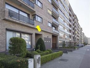 Verzorgd appartement met 2 grote slpks, gelegen op de 1e verd. (met lift) van een goed onderhouden gebouw te Deurne-Zuid. Het appartement omvat een in