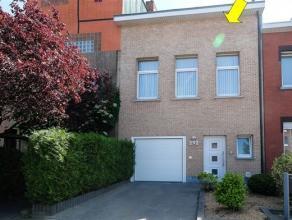Gerenoveerde woning, geschikt als kangoeroe-woning, centraal gelegen te Deurne-Zuid. De woning omvat op het gelijkvloers: een inpandige garage met opr