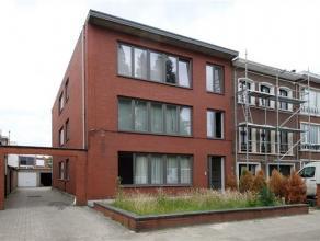 Appartement op het gelijkvloers van een klein gebouw met lage alg. kosten, vlakbij winkels,scholen, supermarkt (Wim Saerensplein) en op wandelafstand